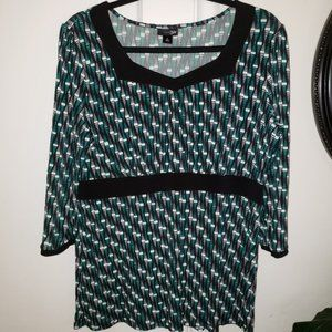 East 5th 3/4 sleeve patterned blouse